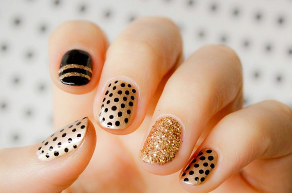 2nd dot nail paint design
