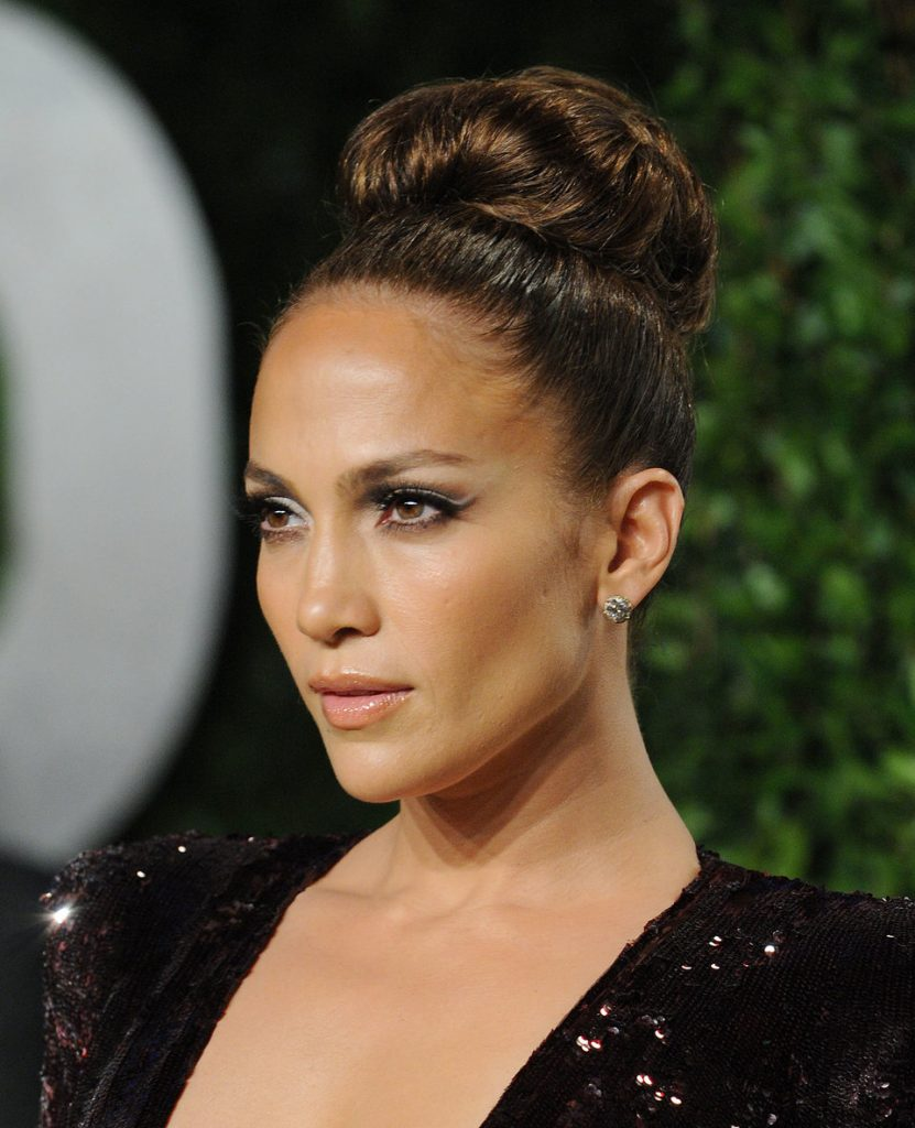 Actress jennifer look with this hairstyle