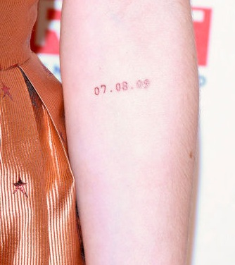 07.08.09 on her elbow:Female celebrity tattoos