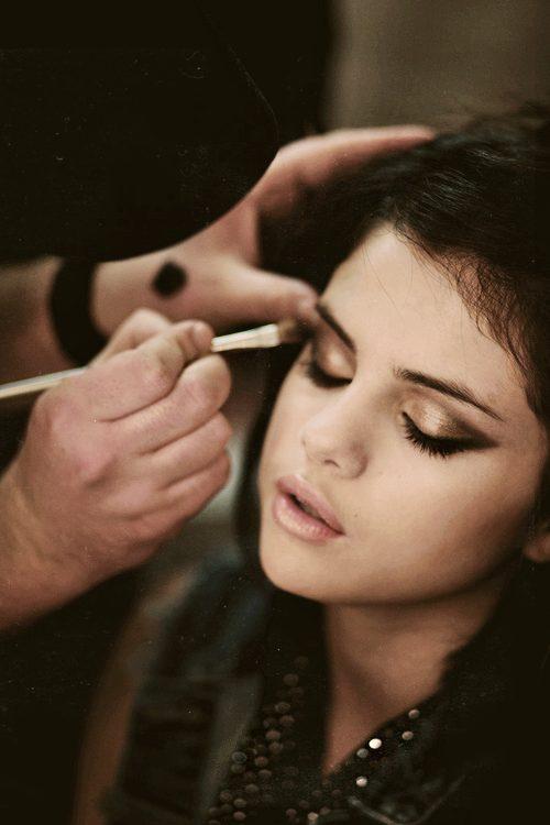 believes in minimal makeup