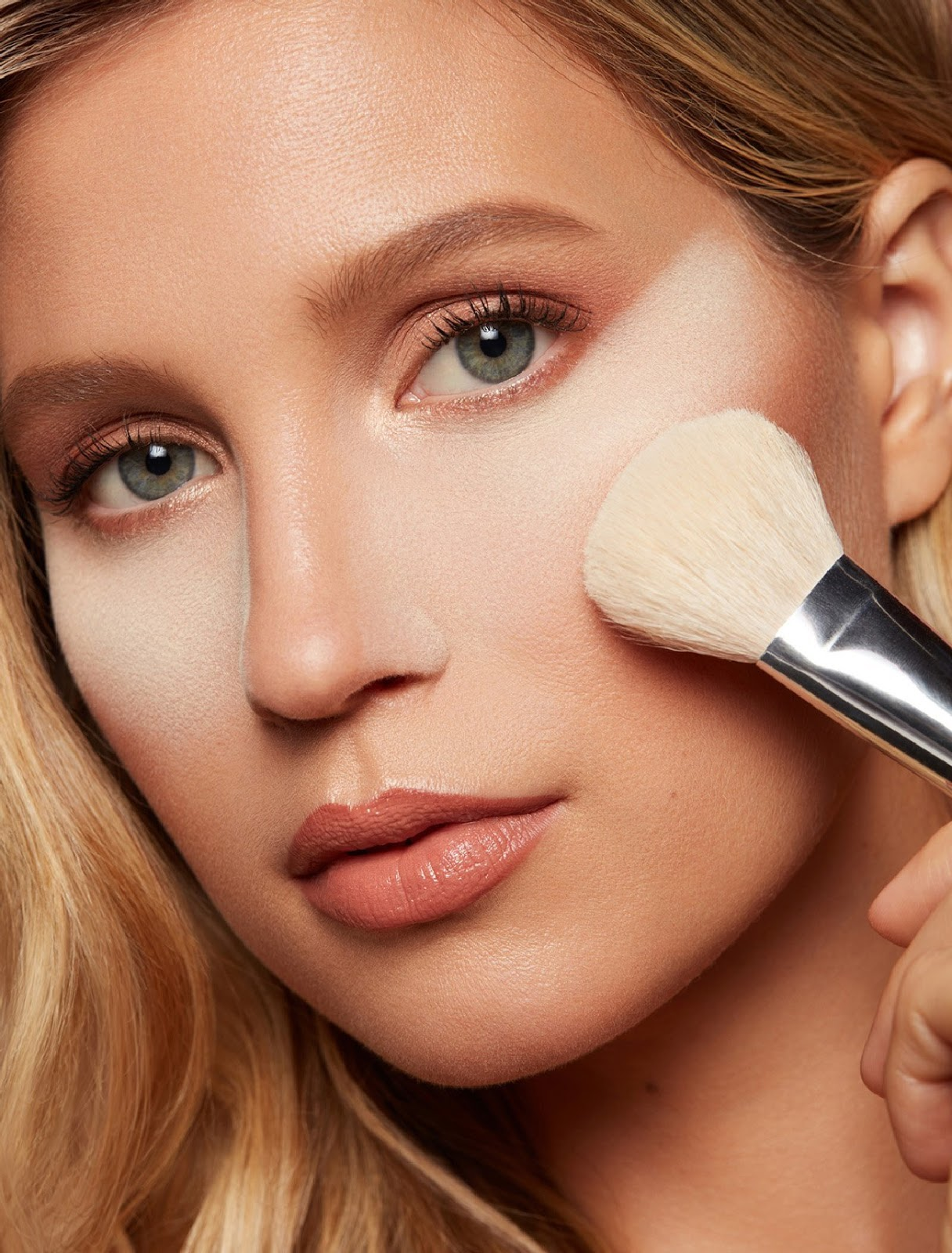 Dust setting powder in your face-Modern Makeup Tips