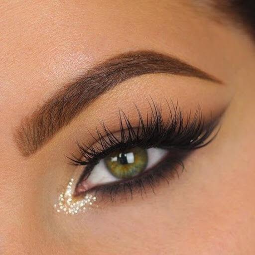 Highlight the inner corner of the eyes-Modern Makeup Tips